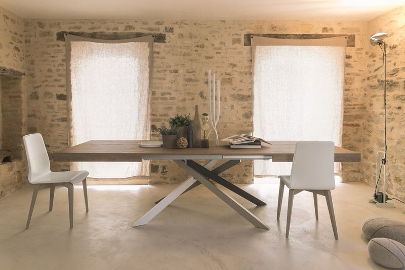 Design Lounge: Dining Tables with Style and Quality